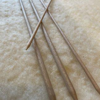 Aiguilles à tricoter en bois tourné – droites 40 cm