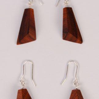 Boucles d'oreilles triangulaires en padouk